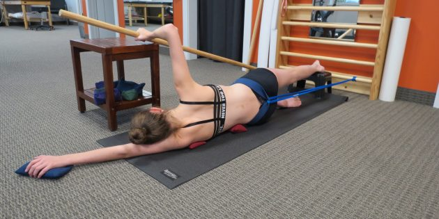 Girl doing sidelying corrections with the Schroth Method